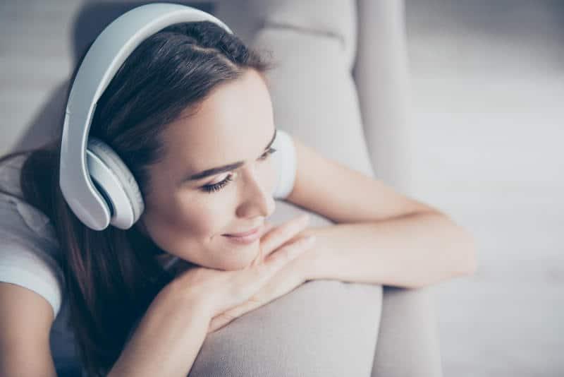 музика за шум в ушите