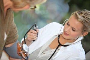 Кръвно налягане при топло време – промени и влияние върху организма